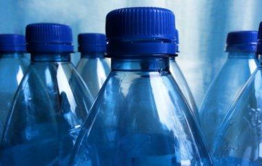 Student vynalezl láhev na vodu z mořských řas
